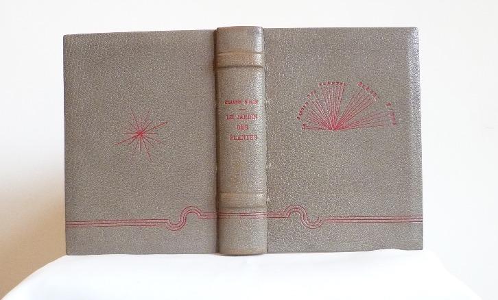 Plein cuir gris, décors et titre en oeser rouge