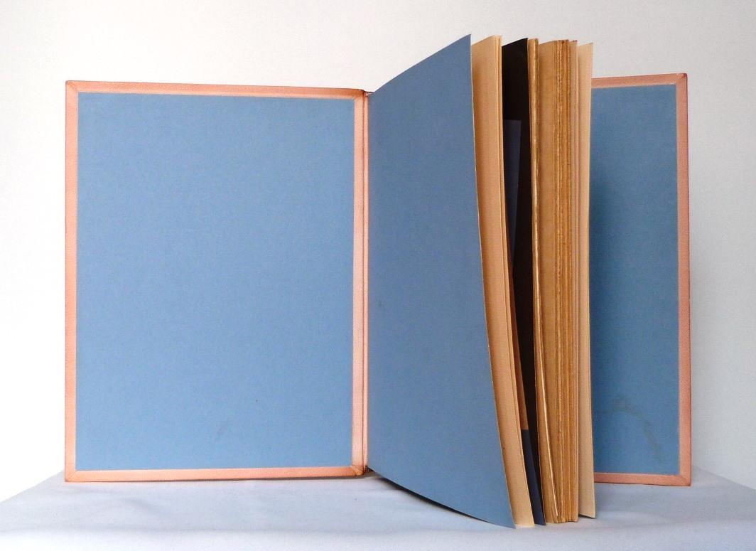 André Lhote commente 48 reproductions de ses tableaux dans ce livre, ici gardes couleurs.