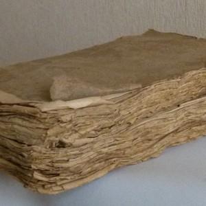 Oeuvres complètes de Racine en trois volumes, veau raciné, cinq nerfs, papier marbré 18ième siècle.