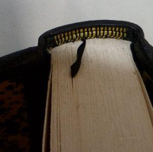 tranchefile-tete-reliure-art-maurice-leblanc-aiguille-creuse-demi-cuir-noir-jaune-parchemin-biennale-mondiale-12ième-6