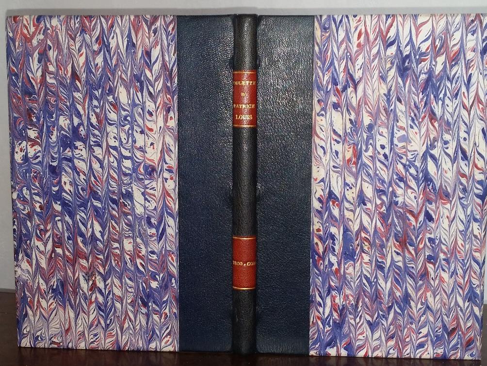 reliure demi-cuir bleu, plats en papier marbré tricolore