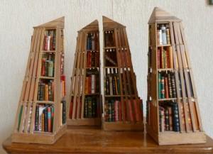 Bibliothèque_Minis-livres_bois_pyramides_2