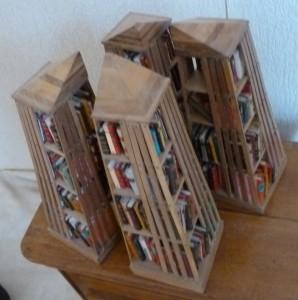 Bibliothèque_Minis-livres_bois_pyramides_4