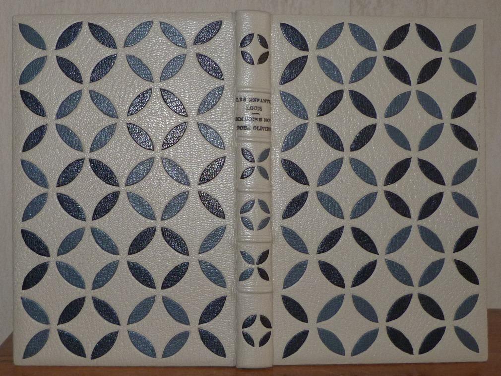 Plein cuir gris, mosaïques de figures géométriques, noires, à base d'arcs de cercles