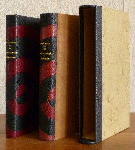Plein cuir noir, mosaïques semi-circulaires en cuir bordeau, chemise étui, livre+chemise+étui