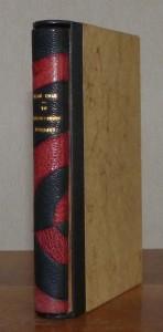 Plein cuir noir, mosaïques semi-circulaires en cuir bordeau, chemise étui, livre sous chemise et étui
