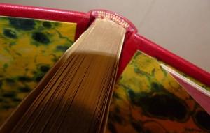 _reliure-art_Stendhal_Suora Scolastica_plein-cuir-rouge_décor-arabesques-en-noir-de-fumée_3