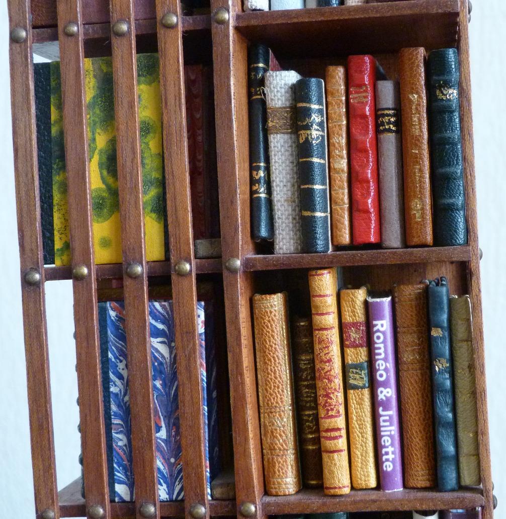 biblioth que anglaise pivotante 3 reliure d 39 art dare. Black Bedroom Furniture Sets. Home Design Ideas