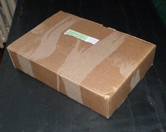 Colis en carton brun