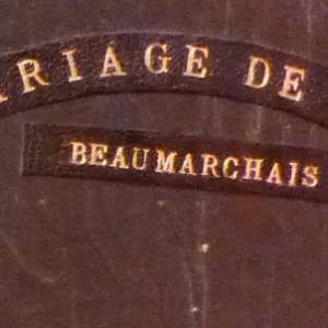 Demi-cuir noir, plats en ardoise, mosaïque en cuir noir et blanc représentant Figaro, 4 nerfs. Détail du titre sur le plat antérieur.