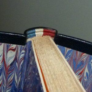 Tranchefile tricolore. Plein cuir bleu de cet ouvrage patriotique, titre, mosaïque, tranchefile et gardes tricolores (bleu-blanc-rouge)