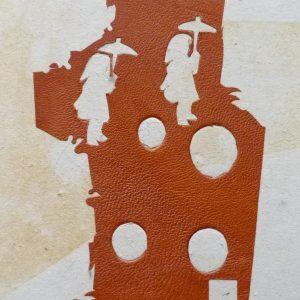 Peau sciée encollée pour mosaïques.