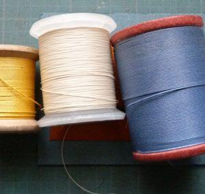 Bobines de fil de différentes couleurs?