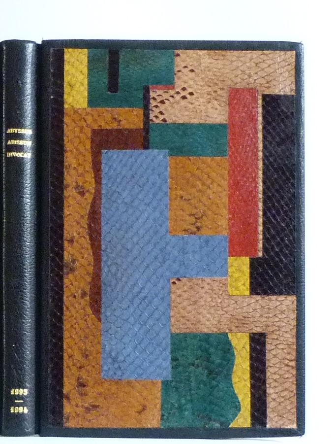 composition inspirée d'un tableau de Fernand Léger. décor fait en mosaïques de peaux de poisson (saumon) de différentes couleurs collées bord à bord.