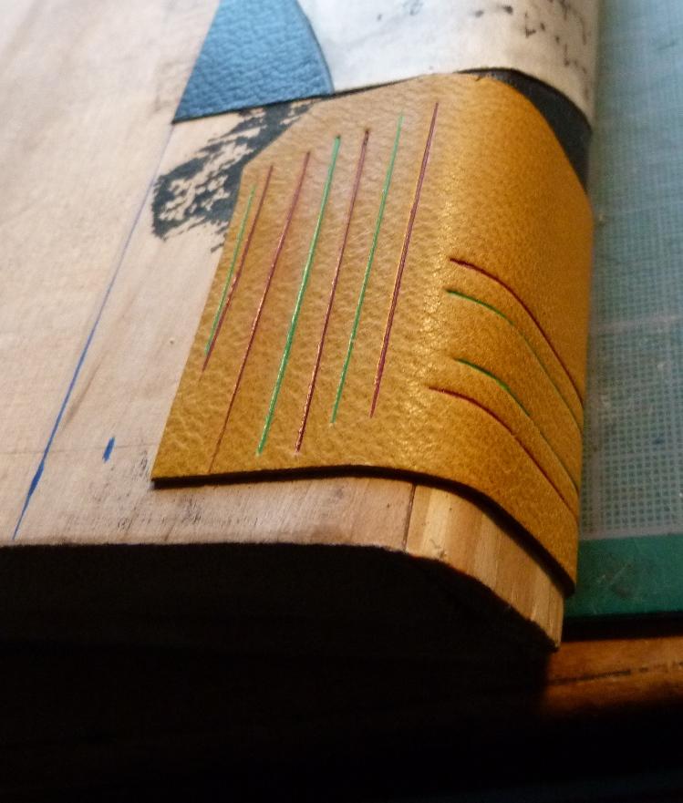 Faux livre en bois pour tester la chaleur de pose des filets.