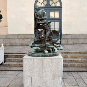 Statue d'Alfred Jarry à Laval par Zadkine.