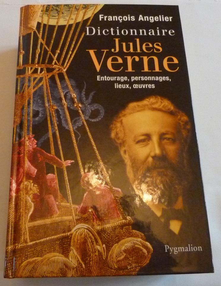 """Reproduction de la une de couverture du """"Dictionnaire Jules Verne"""" de François Angelier"""