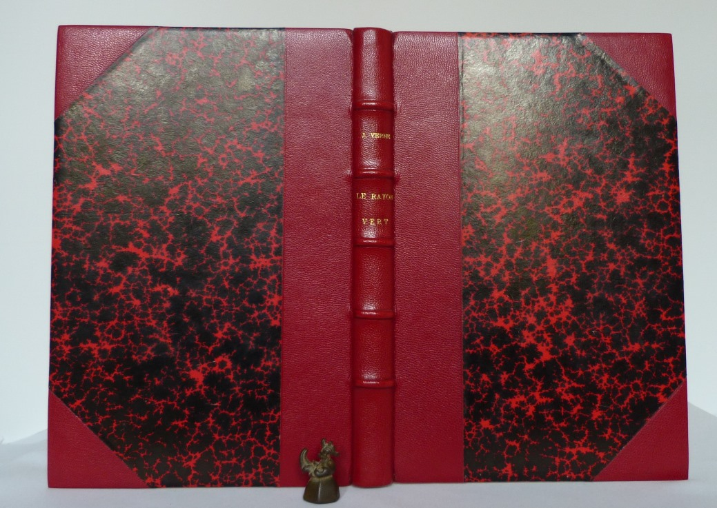 """Dos u demi-cuir rouge à coins du """"rayon vert de Jules Verne"""