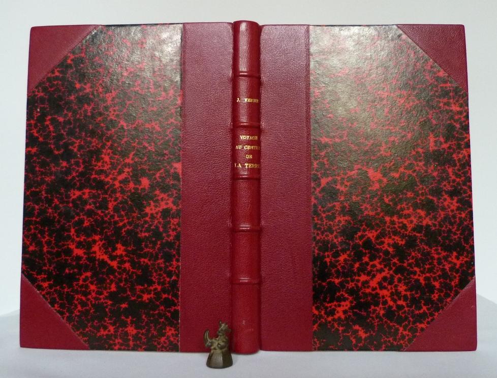 """Demi-cuir à coins, rouge sur """"Voyage au centre de la terre"""" de Jules Verne"""