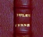 Nom de l'auteur poussé sur le dos.