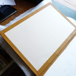 Clap de fin, limites de la fausse garde sur le plat carton.