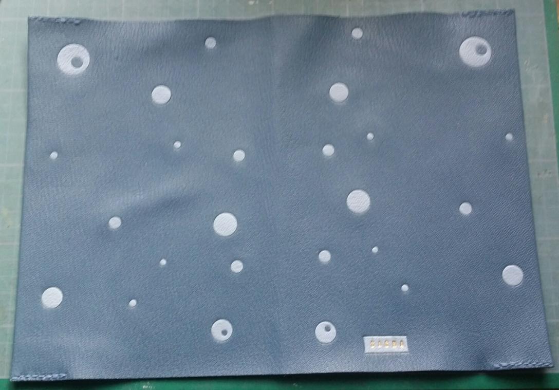 Chemises pour carnets de santé,plein cuir bleu et incrustations de cuir bleu plus clair