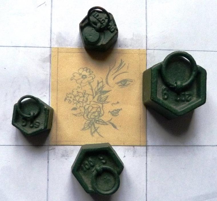 Incrustation d'un parchemin décoré à la photocopieuse, après vernissage.