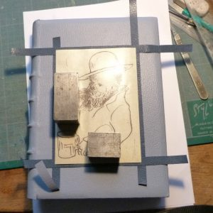 Incrustation d'un parchemin décoré à la photocopieuse, essais.