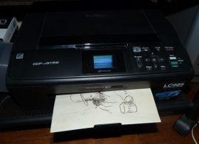 Incrustation d'un parchemin décoré à la photocopieuse, photocopie sur parchemin.