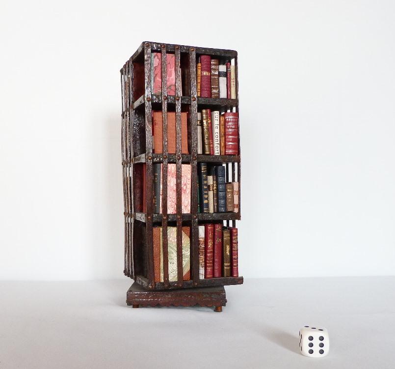 biblioth que anglaise tournante miniature 16 compartiments. Black Bedroom Furniture Sets. Home Design Ideas
