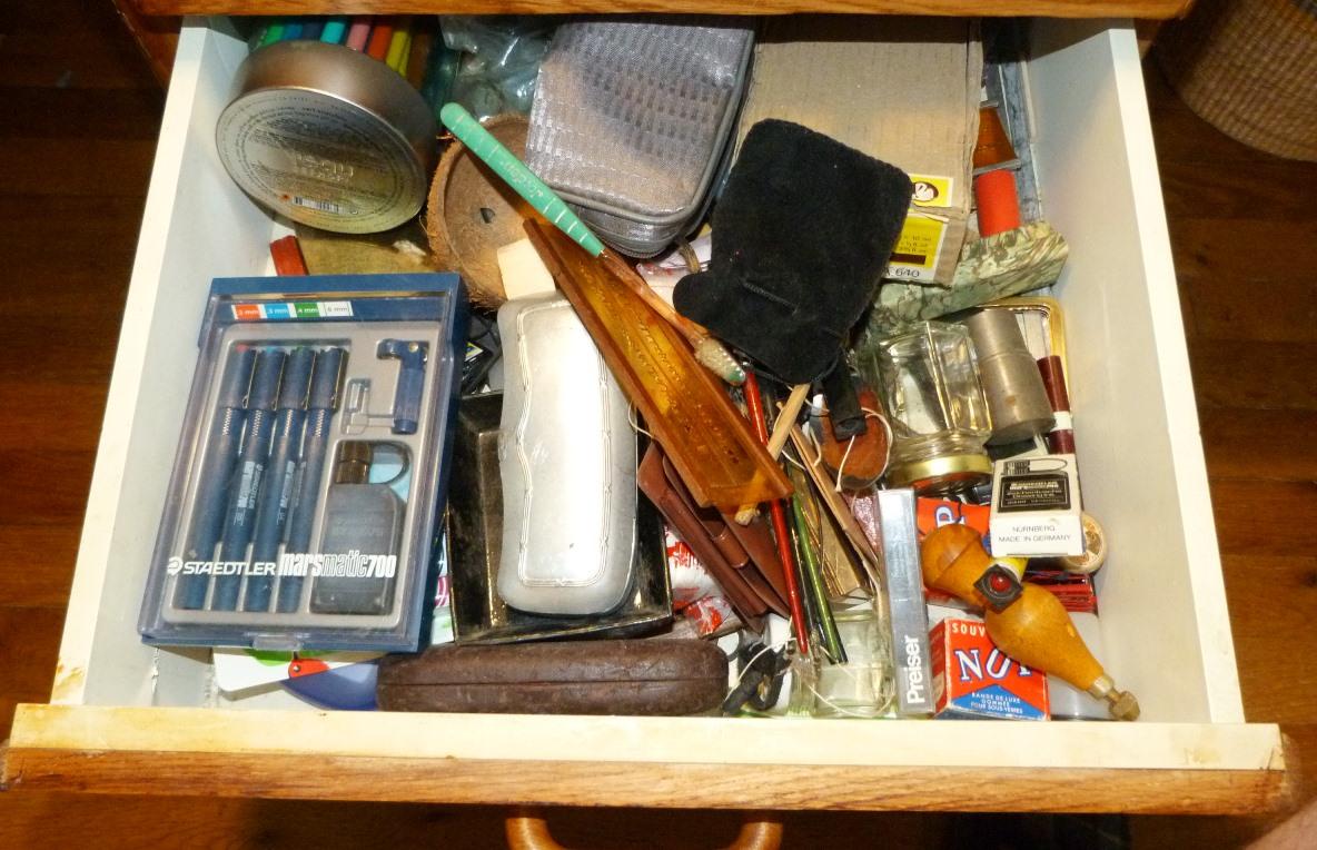 Bureau, contenu du troisième tiroir