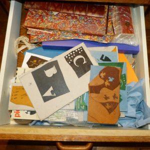 Bureau : contenu du quatrième tiroir