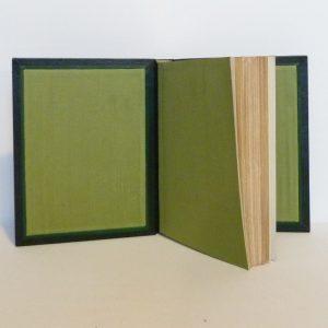 Douze cent mille de Luc Durtain, plein cuir. Gardes en soie verte, listels verts, charnières verts foncées.
