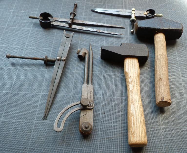 Recension1 kerlouan, marteaux et compas