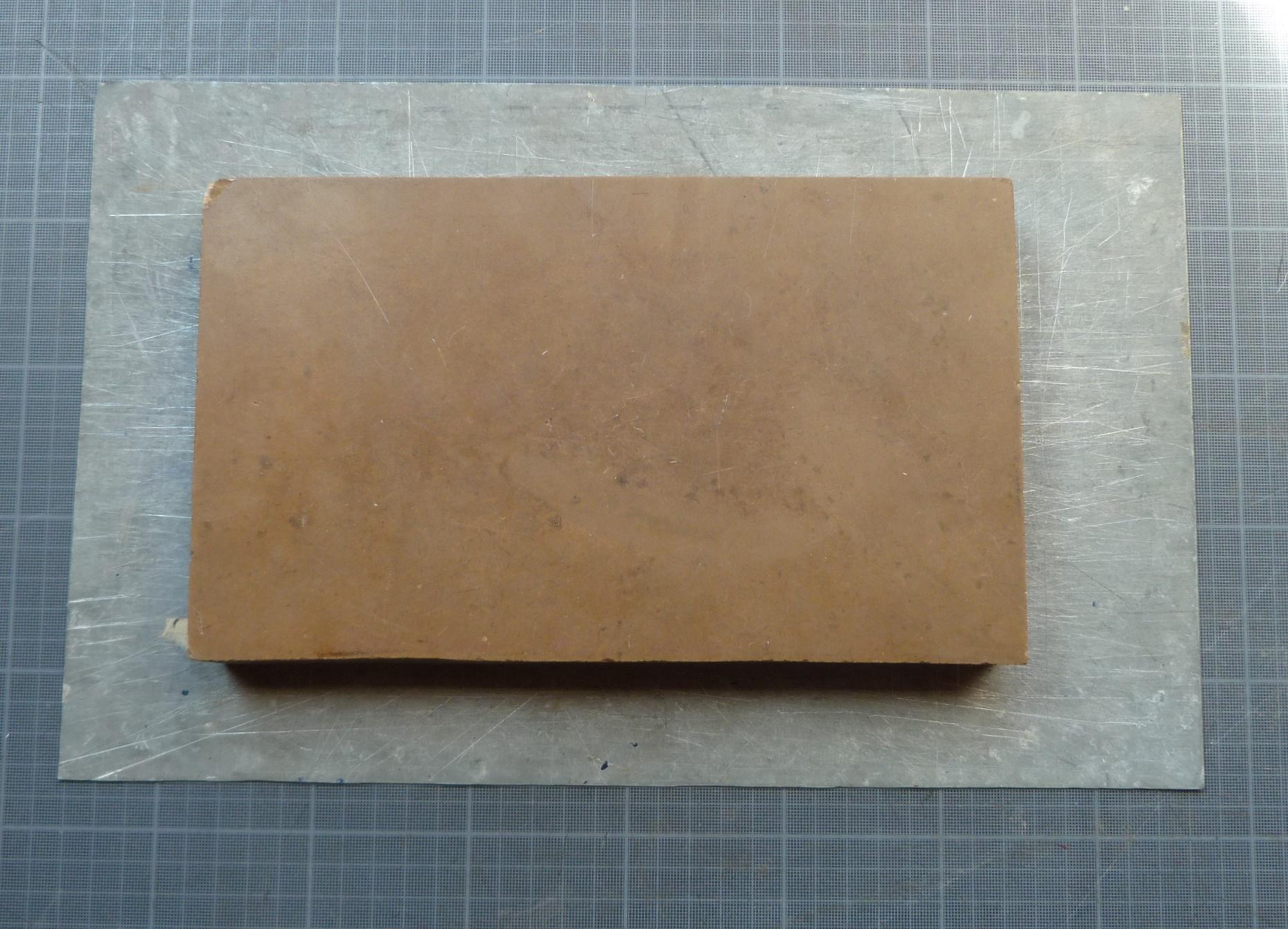 Recension1 kerlouan, pierre de bourgogne et plaque en zinc
