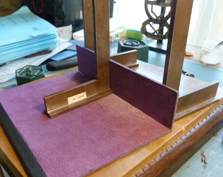 Fabrication d'un étui bordé : collage des cartons