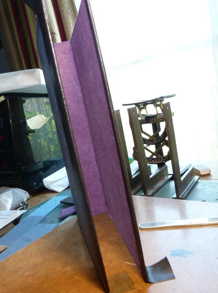 Fabrication d'un étui bordé : avant le collage des petits cotés