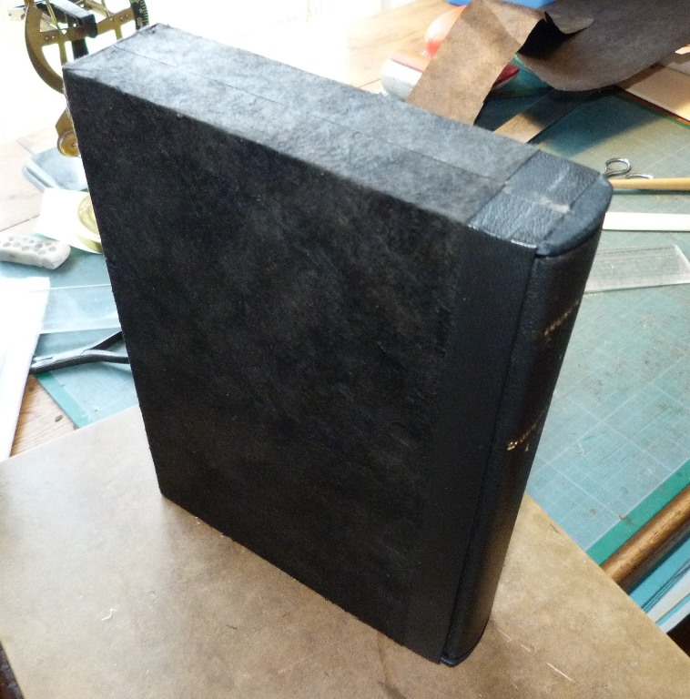 Fabrication d'un étui bordé : étui fini