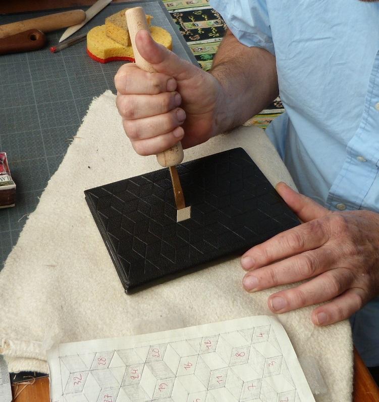 Carnet au pavage cratyléen(2) : finition d'un motif
