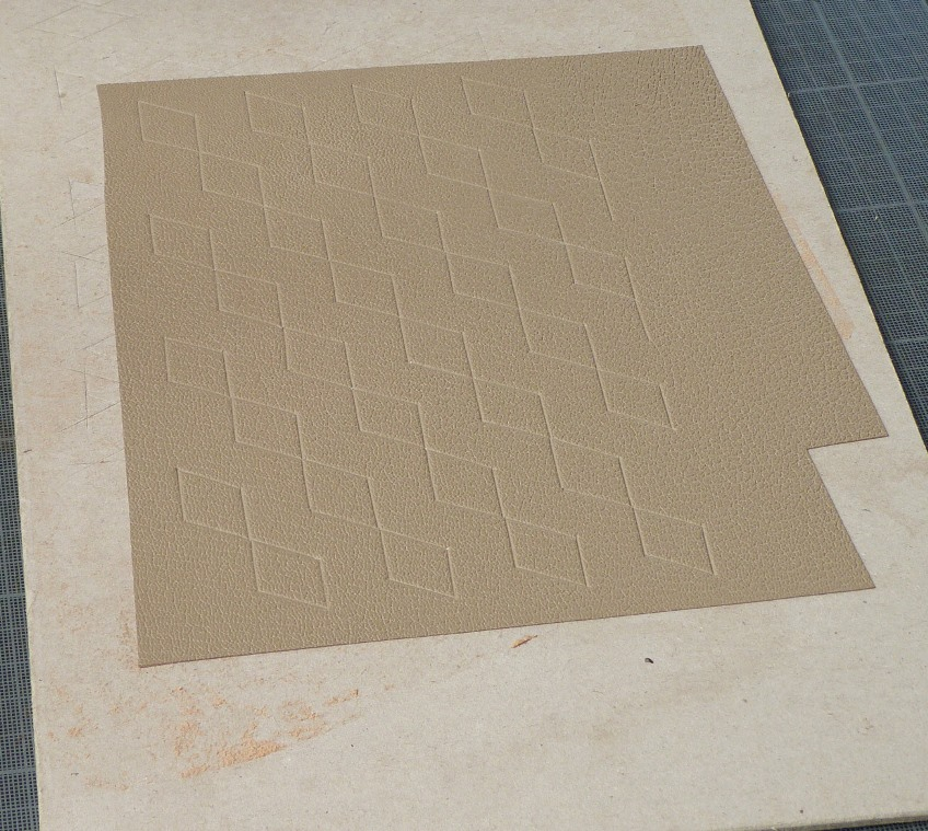 Carnet au pavage cratyléen(2) : marquage du cuir gris