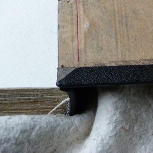 Pose d'une charnière en cuir : rempli paré