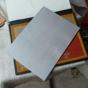 pose des gardes couleurs : collage de la soie
