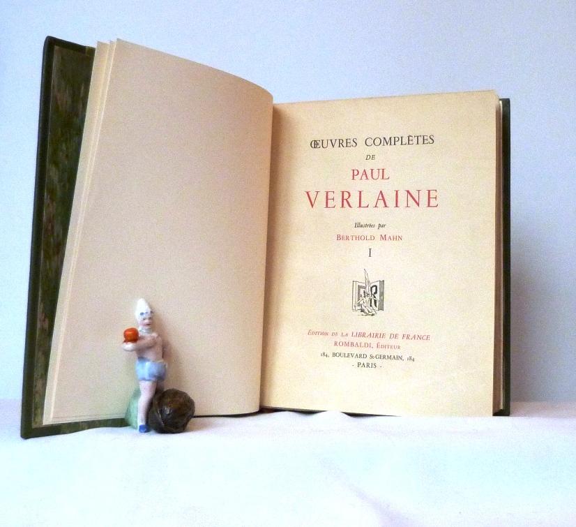 Paul Verlaine : œuvres complètes, 8 tomes reliés en demi-cuir vert à bandes. Titre à la chinoise mosaïqué, le titre.
