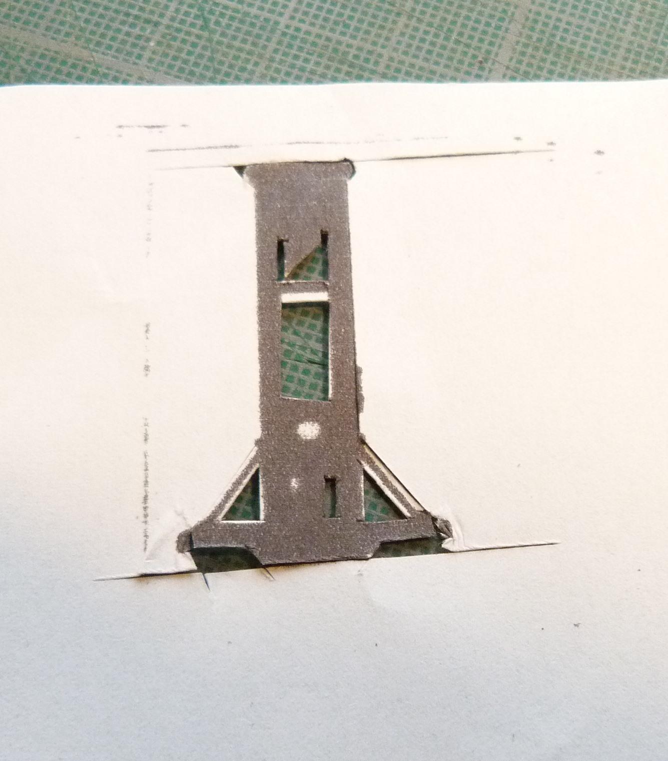 Biennale 2019-V, découpe d'une guillotine.