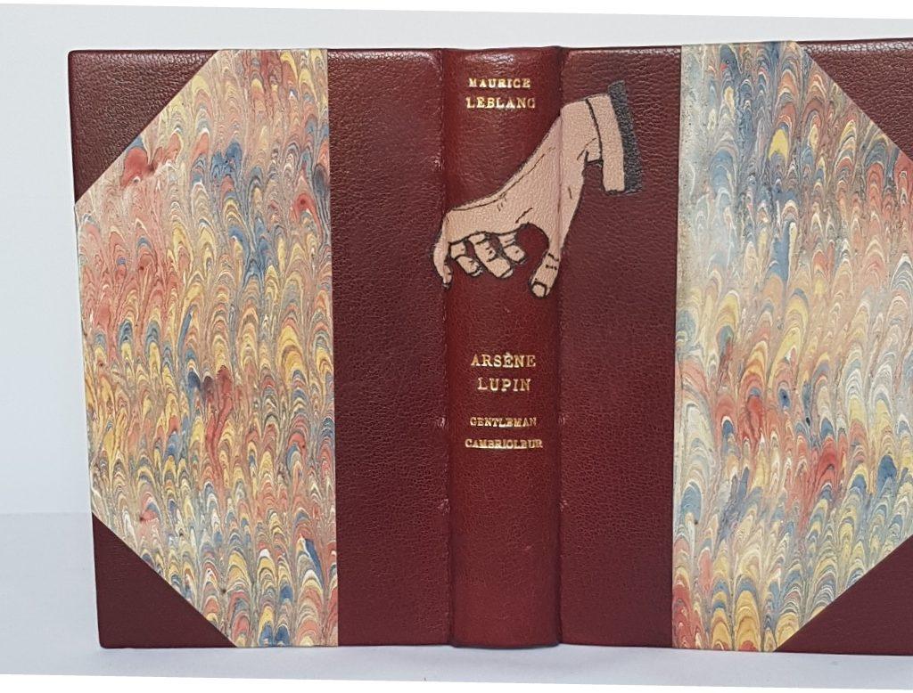 Arsene lupin Gentleman-cambrioleur, demi-cuir à coins avec mosaïque, vue de la reliure.
