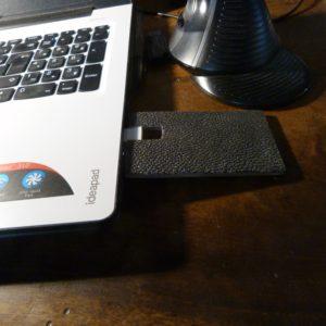 Reliure d'une clef USB.