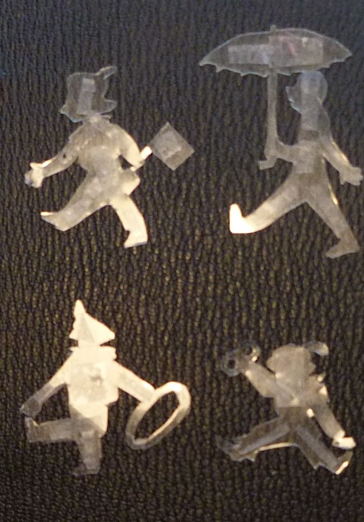 Découpe des mosaïques à l'aide de Rhodoids.