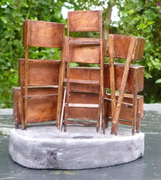 Mini-bibliothèque à caissons, vue de dos.