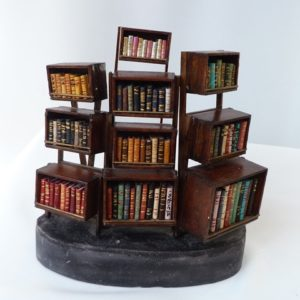 Mini-biblithéque à caissons.