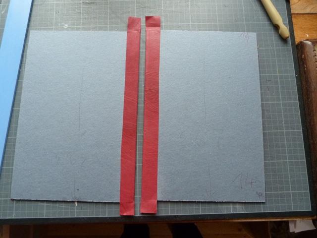 Biennale 2021 épisode 12, collage des bords en cuir de l'étui.